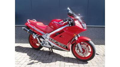 .....Honda VFR 750 F rood