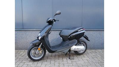 ...Yamaha Neo's zwart 45 km/h