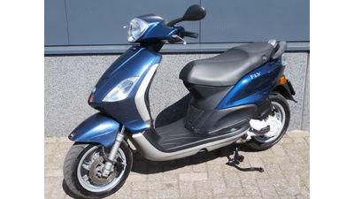 Piaggio Fly blauw 25 km/h
