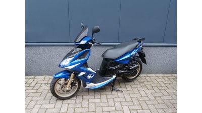 ...Kymco Super 8 blauw  45 km/h 2010