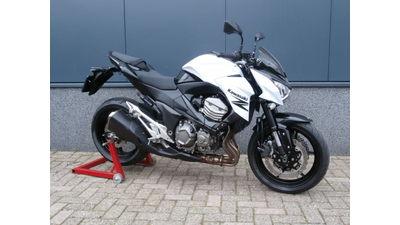 .....Kawasaki Z800 2013 wit-zwart 70 KW