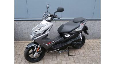 ....Yamaha Aerox 4 T 2016 grijs mat / zwart 45 km/h