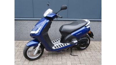 ....Peugeot New Viva blauw 25 km/h