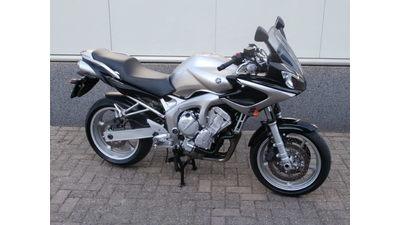 ...Yamaha FZ 6  Fazer 2004