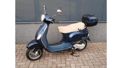 .....Vespa LX 50 4-takt blauw 45 km/h