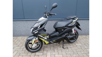 .......Aerox R Naked Style 2014 zwart 45 km/h