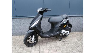 ...... Piaggio Zip 4-takt Zwart 25 km/h