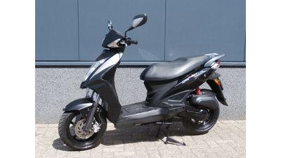 ....Kymco Agility RS zwart 25 km/h 2012
