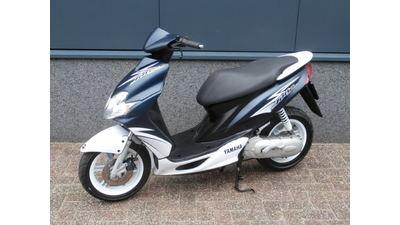 .....Yamaha Jog R 25 km/h 2011
