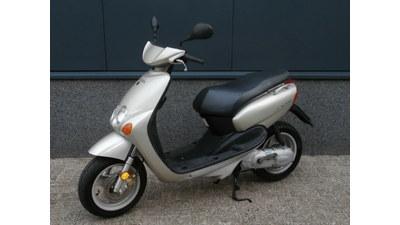 ....Yamaha Neo's 45 km/h zilver