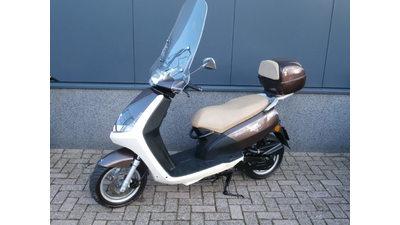 ...Peugeot New Viva Sixties 25 km/h