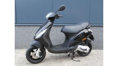 ....Piaggio Zip 45 km/h zwart