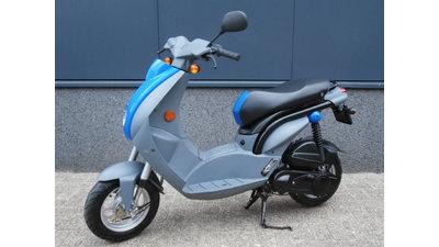 .....Peugeot Ludix blauw 25 km/h