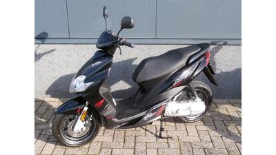 ....Yamaha Jog R 45 km/h zwart ...Nieuwstaat!!