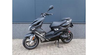....Yamaha Aerox Naked 45 km/h 2016