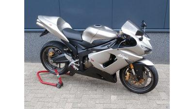 ...........Kawasaki ZX-6R  Ninja 636 zilver 2005