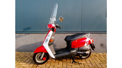 ...............Tonik rood-wit 25 km/h Incl. windscherm