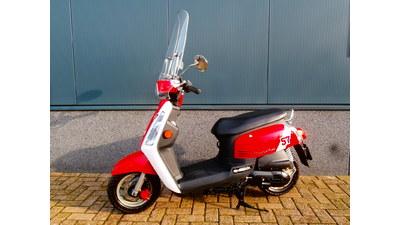 ...............Tonik rood-wit 25 km/h Incl. windscherm
