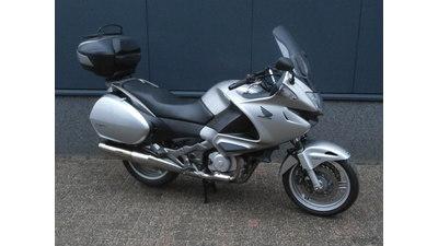 ....Honda NT 700 V Deauville