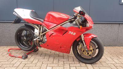...Ducati 748 rood