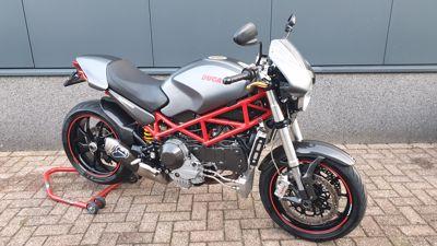 ......Ducati Monster S4R 2007