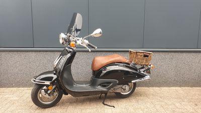 ....Honda Shadow 50  zwart 45 km/h