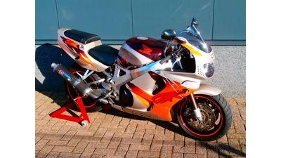 ......Honda CBR 900 RR Fireblade