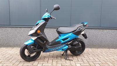 ...Peugeot Speedfight II zwart / blauw 45 km/h