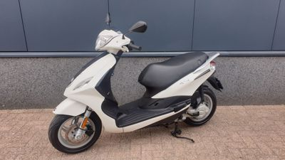 ...Piaggio New Fly 25 km/h wit