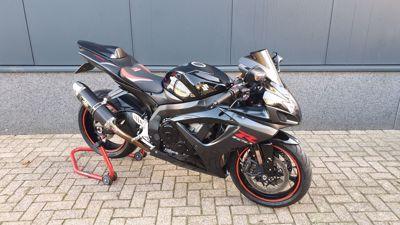 GSX-R 750 Black beauty!!