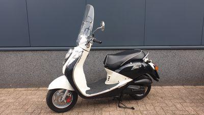 Mio 4-T zwart-wit  25 km/h