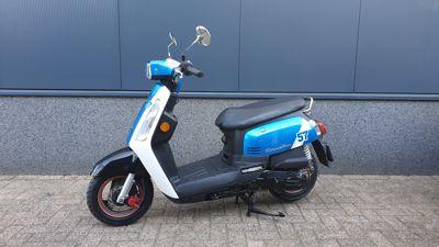 ...SYM Tonik blauw-wit 25 km/h
