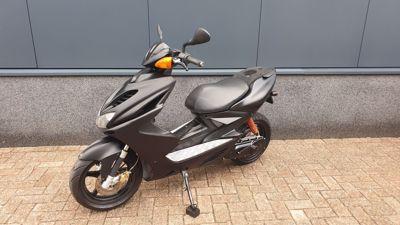Aerox R 45 km/h zwart