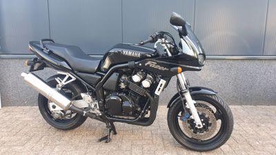 ....Yamaha FZS 600 Fazer zwart (Koopje)
