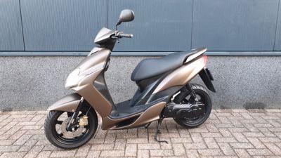 ......Yamaha Jog RR 45 km/h bruin
