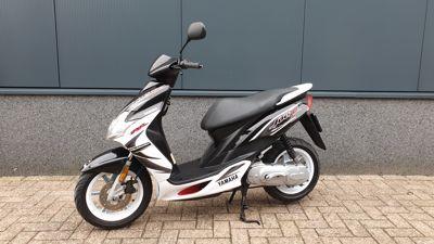 .....Yamaha Jog RR 45 km/h zwart-wit origineel !