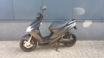 .....Yamaha Jog RR  mat zwart 45 km/h