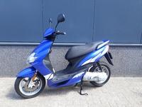 VERKOCHT........ Yamaha Jog RR blauw 45 km/h