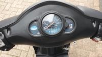 VERKOCHT....Kymco Agility 25 km/h zilver 2013