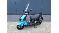 VERKOCHT....Peugeot Speedfight IIII zwart-blauw 25 km/h 2015
