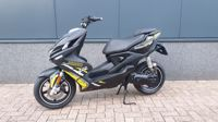 VERKOCHT...Yamaha Aerox R Naked Style 2014 zwart 45 km/h