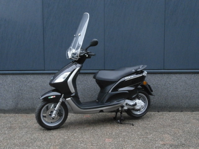 verkocht piaggio fly zwart 25 km h 2011 bestellen bij jdkmotoren. Black Bedroom Furniture Sets. Home Design Ideas