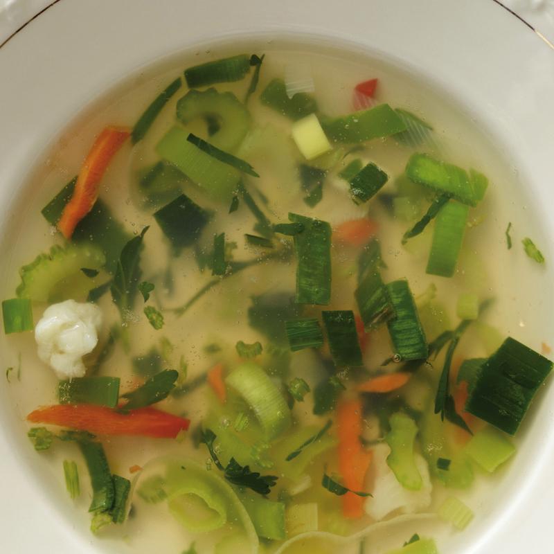 Verse groentensoep met kip