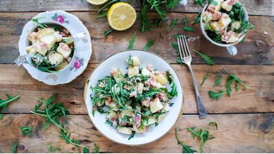 Recept: Aardappelsalade met spekjes en rucola