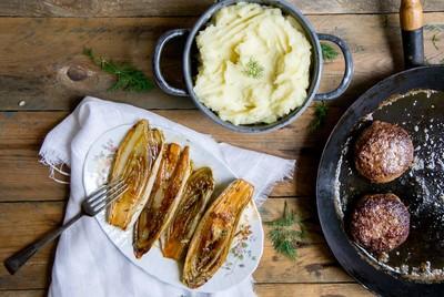 Recept: Gekarameliseerde witlof met aardappelpuree en een tartaartje